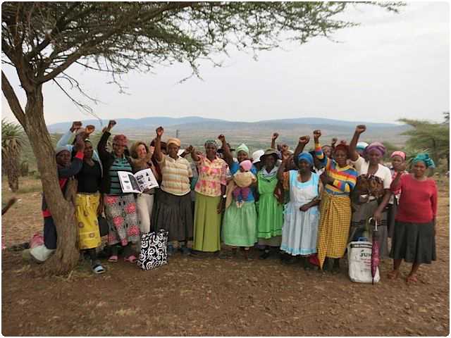 Visit to the Gone Rural weavers, in the area of Lavumisa, in Swaziland.   We are proud to work since 2006 with this wonderful team of nearly 800 women.